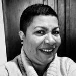 Regina-Assistente-de-Pedagoga-e-Educadora-Social-na-Oficina-de-Artesanato.jpg